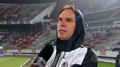 Santa empata com Paraná na estreia de Sérgio Guedes no Arruda - Equipes jogaram debaixo de chuva forte e ficaram no 1 a 1