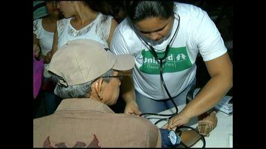 Campanha orienta sobre combate a hipertensão - A ação foi realizada por profissionais de saúde do Hospital Regional e da Unimed.