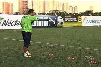 Goiás se apega à boa fase de Renan para ir bem contra o Atlético-MG - Goleiro não levou gols e se destacou nas duas primeiras rodadas da Série A