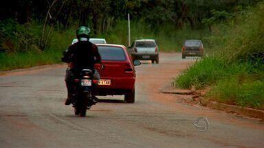 Quantidade de buracos em bairro de Várzea Grande (MT) irrita motoristas - A quantidade de buracos no bairro Pirinéu, em Várzea Grande, está irritando motoristas.