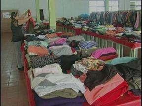 Bazar Solidário vai ajudar três instituições beneficentes - São 10 mil peças de roupas, calçados e bolsas que foram doadas e estão sendo vendidas entre R$ 1,00 a R$ 100,00.