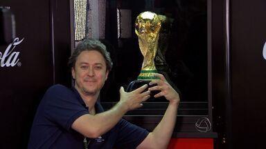 Público comparece no tour da taça da Copa em Cuiabá - O público compareceu no tour da taça da Copa em Cuiabá.