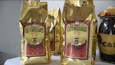 Em Brejetuba, ES, produtores de café encontram alternativas para baixos preços - Para agregar valor, eles optaram por torrer e moer os grão. A alternativa deu resultado.