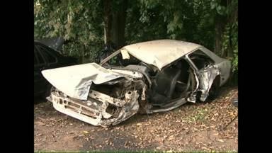 Uma pessoa morre em acidente na PR280 - Outras três pessoas ficaram feridas. O acidente envolveu um ônibus e um carro.