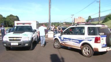 Mulher é assassinada em avenida movimentada em Foz do Iguaçu - Ela levou três tiras