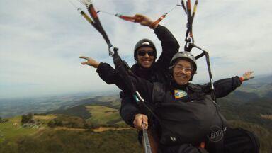 Vovó de São João da Boa Vista voa de paraglider - Dona Iracema, de 81 anos, ganhou o presente pelo dia das mães antecipado