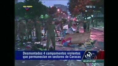 Polícia venezuelana prende mais de 200 manifestantes - O governo chavista apertou ainda mais a repressão aos estudantes que protestam há meses contra o regime. Mais de mil homens da polícia e guarda nacional atacaram acampamentos onde pernoitavam manifestantes e prenderam mais de 200 deles.