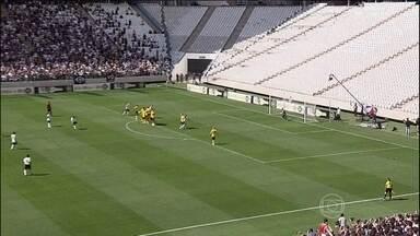 Mais de 100 jogadores participam de evento na Arena Corinthians - Arena Corinthians receberá o jogo de abertura da Copa do Mundo, no dia 12 de junho. Ela foi construída em Itaquera, zona leste de São Paulo.