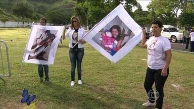 Memorial em homenagem aos estudantes assassinados dentro de escola é inaugurado no Rio - O massacre de Realengo foi em abril de 2011. O ex-aluno Wellington Menezes de Oliveira, de 23 anos, invadiu a escola municipal Tasso da Silveira, e atirou várias vezes contra os estudantes. Doze adolescentes morreram.