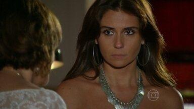 Em Família - Capítulo de segunda-feira, dia 12/05/2014, na íntegra - Clara diz a Chica que ama Cadu e Marina igualmente