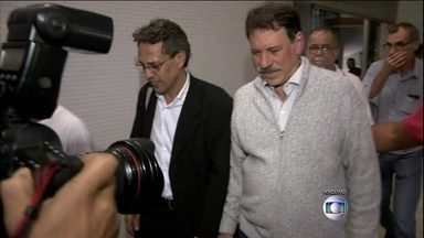 Delúbio Soares tem autorização de trabalho cancelada - O presidente do Supremo Tribunal Federal, ministro Joaquim Barbosa, cancelou a autorização do ex-tesoureiro do PT, Delúbio Soares, de trabalhar fora da cadeia.