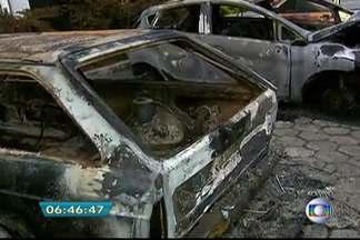 Onze carros são incendiados em estacionamento de delegacia em SP - Os carros estavam no estacionamento do 59º DP do Jardim Noêmia, na Zona Leste de São Paulo. O Corpo de Bombeiros controlou as chamas em cerca de 20 minutos. Ninguém se feriu. Não há informações sobre a razão do ataque.