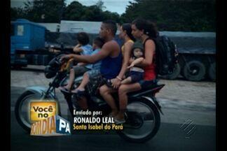Veja flagrante de imprudência e irresponsabilidade no trânsito - Seis pessoas numa moto, sendo que três são crianças.