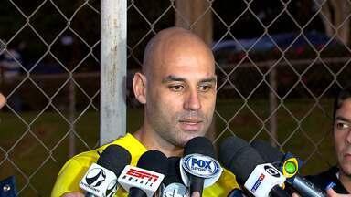 Cruzeiro treina forte para jogo contra o San Lorenzo pela Libertadores - Equipes se enfrentam nesta quarta-feira no Mineirão. Bruno Rodrigo é uma das esperanças do time mineiro nas bolas aéreas.