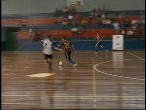 Rodada da Taça RBS de Futsal movimenta Dia das Mães em Uruguaiana, RS - Mães foram homenageadas e vibraram com os filhos em quadra.