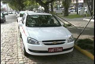 Nova lei dos táxis cria série de restrições para tercerização de motoristas - Nova Lei determina que proprietários de prefixo trabalhem pelo menos 30 horas por semana divididas em seis horas diárias