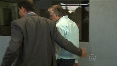Liminar do STF determina soltura dos presos na Operação Lava-Jato - Uma liminar do ministro Teori Zavascki determinou a soltura dos presos na Operação Lava-Jato. O primeiro a sair da cadeia foi o ex-diretor da Petrobras, Paulo Roberto Costa.