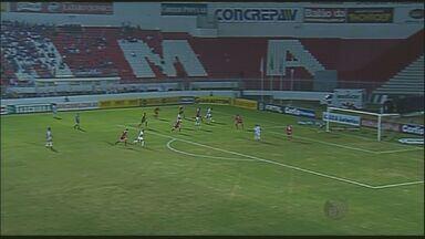 Ponte Preta vence Vila Nova por 1 a 0 na série B - Contra o pior time do Campeonato Brasileiro da série B, a Ponte Preta venceu por 1 a 0 na rodada de terça-feira (20). O jogo diante do Vila Nova também ficou marcado por uma briga entre o gandula e o médico.