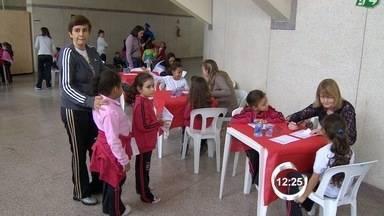 Projeto em Jacareí, SP, faz exames de saúde em estudantes - Avaliação com médicos começa dentro das escolas.