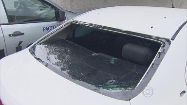 Dois homens são presos com carro roubado em Jaboatão - Os dois tinham acabado de trocar tiros com outros bandidos por causa da disputa pelo tráfico de drogas.
