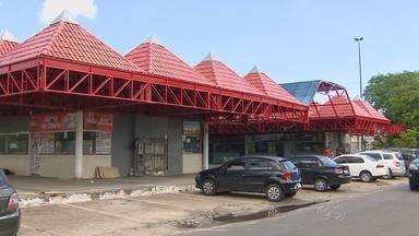 Moradores reclamam de praça de alimentação no Dom Pedro, em Manaus - Problemas de infraestrutura incomodam moradores; praça é bastante movimentada.
