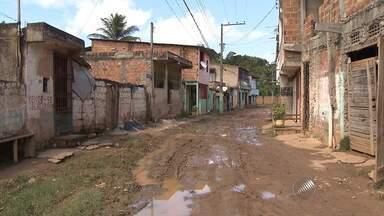 Moradores do Parque São Cristóvão reclamam de lamaçal por todo o bairro - Confira mais uma edição do quadro Repórter Cidadão.