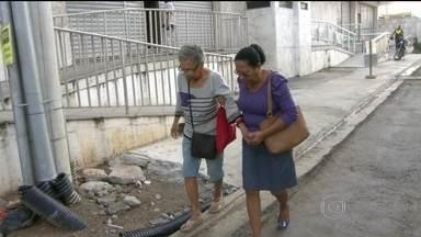 Moradores reclamam dos efeitos de obra da Transcarioca - A principal intervenção de mobilidade urbana pra Copa do Mundo está na reta final e deve ser inaugurada no início de junho. Os moradores dizem que sofrem com os buracos e os riscos à segurança.