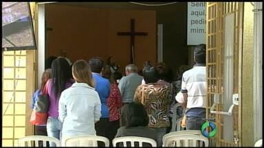 Fiéis lotam santuário de Santa Rita em Maringá - Confira a programação das homenagens para a santa das causas impossíveis.