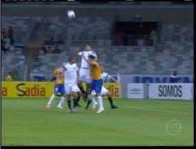 Esporte: Cruzeiro ganha do Sport e assume liderança do Brasileirão - Partida foi realizada no Mineirão.