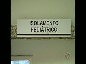 Aumentam casos de coqueluche - A doença é mais conhecida como tosse comprida. Os recém-nascidos são as principais vítimas. No ano passado 9 bebês com coqueluche morreram no Paraná.