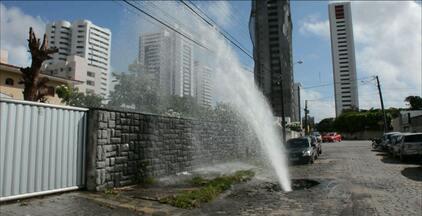 Cagepa tampa buraco no bairro de Mandacaru - Depois da reclamação dos moradores, a empresa concluiu os serviços.