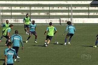 Goiás recebe o Santos no estádio Serra Dourada - De volta ao estádio após cumprir perdas de mando de campo, Verdão tenta superar o Peixe no Serra Dourada.
