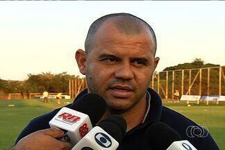 Diretor admite cobrança ao elenco do Vila - Roni afirma que jogadores do elenco colorado precisam suportar a pressão.