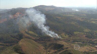 Incêndio atinge área do Parque do Rola Moça, na Região Metropolitana de Belo Horizonte - De acordo com os bombeiros, chamas já foram controladas