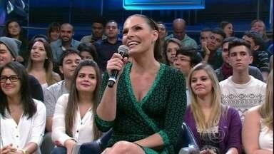 Laura Muller tira as dúvidas da plateia sobre sexo - Claudia Raia faz pergunta sobre sexo oral e Isis Valverde sobre sex shop