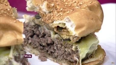 Chef Robin Johnston prepara hambúrguer de R$ 225 - Sanduíche é feito com carne nobre e ingredientes sofisticados
