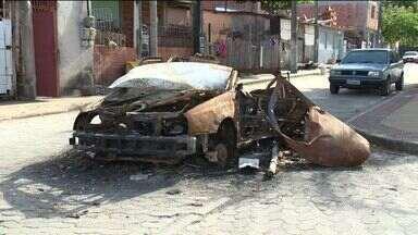 Carros abandonados são problema em Vitória, ES - Prefeitura rebocou 35 carros abandonados em um ano.