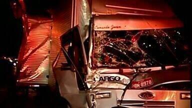Acidente deixa motoista gravemente ferido em Colatina, Noroeste do ES - O acidente aconteceu no início da noite da quinta-feira (29), no trecho em obras da ES 080.