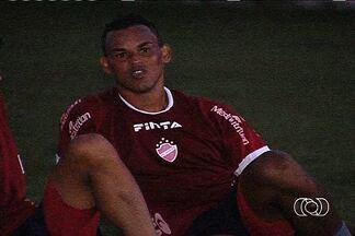Bida chega e já treina com os titulares do Vila Nova - Meia recém-contratado deve atuar diante do Bragantino no próximo sábado caso seja regularizado.