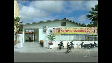 Conselho suspende atendimento de suposta dentista em Monte Alegre - Flagrante foi feito após denúncias anônimas. Atendimento era realizado por estrangeira.