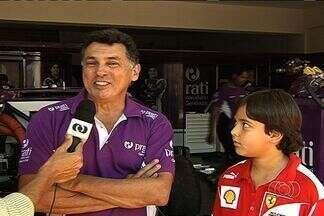 Piloto goiano recebe homenagem na Stock Car - Campeão em 1982, Alencar Júnior dirige carro da Antonio Pizzonia antes do início dos testes no Autódromo Ayrton Senna.