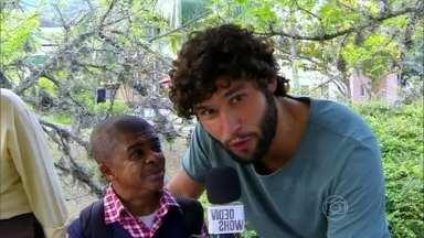 Anão do Zorra Total dá entrevista para Dudu Azevedo - Ator está na TV Globo há mais de 15 anos