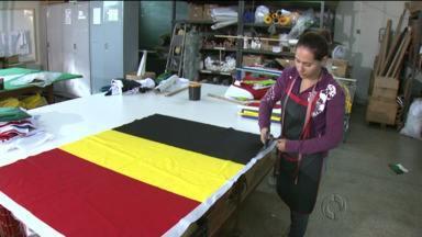 Fábricas de bandeiras aumentam produção para atender Copa do Mundo - Empresários aproveitam o bom momento para faturar