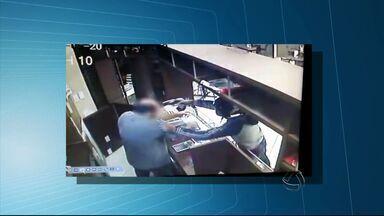 Polícia divulga imagens de assalto em Dourados - Vídeo mostra suspeito apontando arma na cabeça do comerciante, que não ficou ferido.
