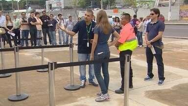 Jornalistas fazem passeio pela Arena da Amazônia, em Manaus - Profissionais conheceram o estádio para se ambientar antes da cobertura da Copa.