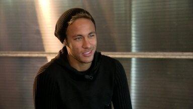 Veja imagens inéditas da intimidade do Neymar, antes dele se juntar à Seleção - O Fantástico acompanhou o dia dia do jogador que é a maior esperança de gols da Seleção durante a Copa do Mundo no Brasil.