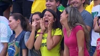 Doze mil torcedores assistem ao primeiro treino aberto da seleção - Foi o primeiro e provavelmente o único treino aberto da seleção na Copa do Mundo. Outro como esse só se o Luis Felipe Scolari arrumar um espaço na apertada programação.