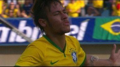 Ronaldo e Galvão Bueno analisam vitória da Seleção Brasileira - O narrador diz que se impressionou com a apresentação da equipe na viória de 4 a 0 sobre o Panamá.
