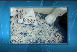 Quatro homens são presos enquanto batiam cocaína em liquidificador - Suspeitos foram presos em flagrante no Bairro Santos Reis; 541 papelotes foram apreendidos; droga seria vendida na região.