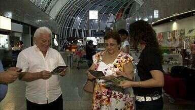 Aeroporto de Fortaleza recebe campanha de combate a exploração infantil - Advogados que realizam a campanha fazem parte da Comissão Especial dos Direitos da Criança e do Adolescente.
